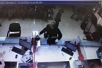 Hà Nội: Khẩn trương truy tìm đối tượng nổ súng trong ngân hàng ở Sóc Sơn