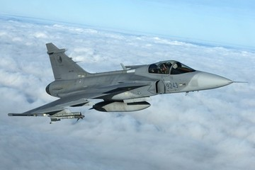 """Chán """"chơi"""" Su-57, Nga yêu cầu máy bay mới có giá rẻ nhưng hiệu suất cao như F-35"""