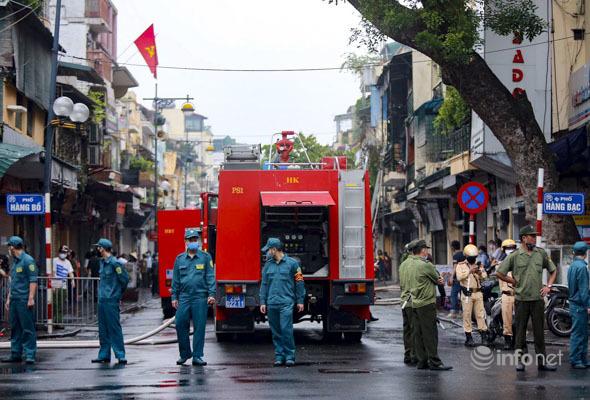 Hà Nội: Bà hỏa 'ghé thăm' ngôi nhà 2 tầng trên phố Hàng Ngang