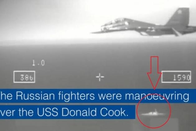 """Oanh tạc Su-24M của Nga mô phỏng """"tấn công"""" tàu khu trục Mỹ trên biển Baltic"""