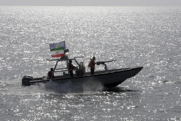 Ông Trump 'bật đèn xanh' để hải quân Mỹ tấn công, đánh chìm tàu quân sự Iran