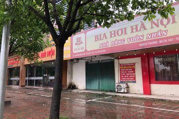 """Hà Nội: Khách mỏi mắt tìm, nhiều hàng quán vẫn """"cửa đóng then cài"""" chưa chịu mở bán"""