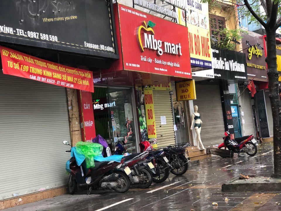 Hà Nội: Khách mỏi mắt tìm, nhiều hàng quán vẫn 'cửa đóng then cài' chưa chịu mở bán