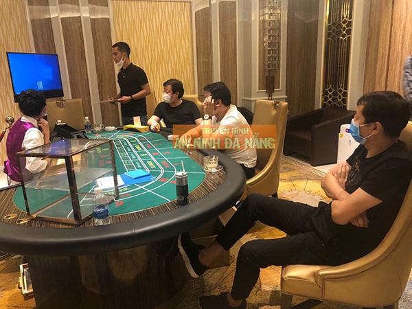 Đà Nẵng: Bắt quả tang nhiều người nước ngoài đánh bạc trái phép giữa mùa dịch Covid-19