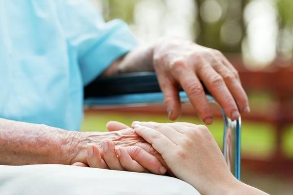Cụ bà 106 tuổi người Tây Ban Nha bình phục thần kì sau khi mắc Covid-19