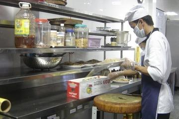 Bộ Y tế yêu cầu người kinh doanh chế biến, tiếp xúc thực phẩm phải đeo khẩu trang
