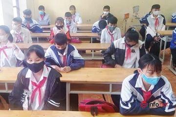 Nghệ An: Học sinh ngồi giãn cách 1 mét, đeo khẩu trang trong lớp học