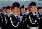 Ngắm vẻ đẹp 'hút mắt' của các nữ quân nhân Nga