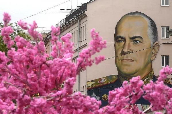 """Chiêm ngưỡng những """"cực phẩm"""" Graffiti nhân dịp kỷ niệm 75 năm Ngày Chiến thắng"""