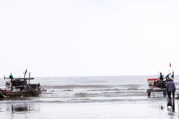 Nghệ An: Chìm tàu cá, 4 ngư dân may mắn được cứu sống