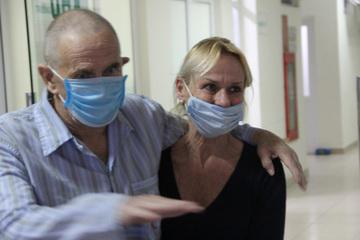 Anh hợp tác với Việt Nam thử nghiệm thuốc điều trị COVID-19