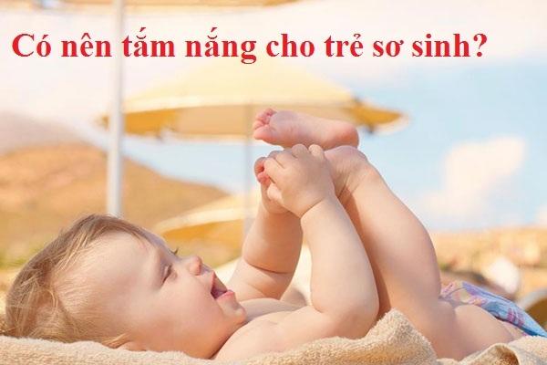 Cha mẹ 'ngã ngửa' trước sự thật về tắm nắng cho trẻ sơ sinh