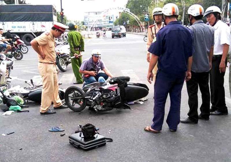 Hôm nay đã có 24 người 'ra đường không về' do tai nạn giao thông