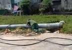 Hà Tĩnh: Cột điện bị đổ, 1 nhân công đang kéo lưới điện tử vong