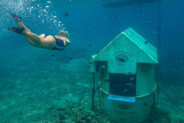 Độc đáo bưu điện dưới nước ở ngoài khơi Thái Bình Dương