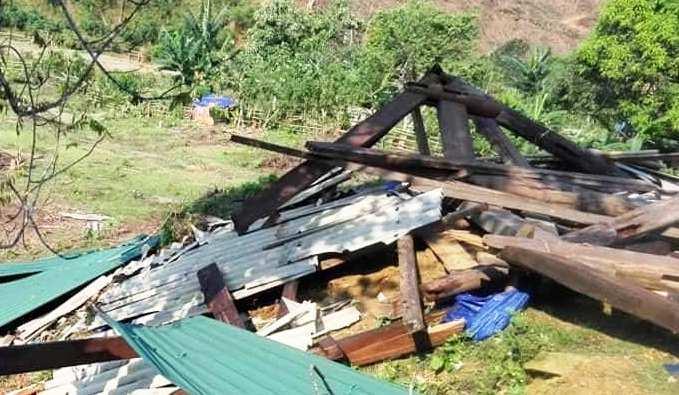Lốc xoáy càn quét miền Tây xứ Nghệ, một cụ bà bị nhà sập đè gãy chân