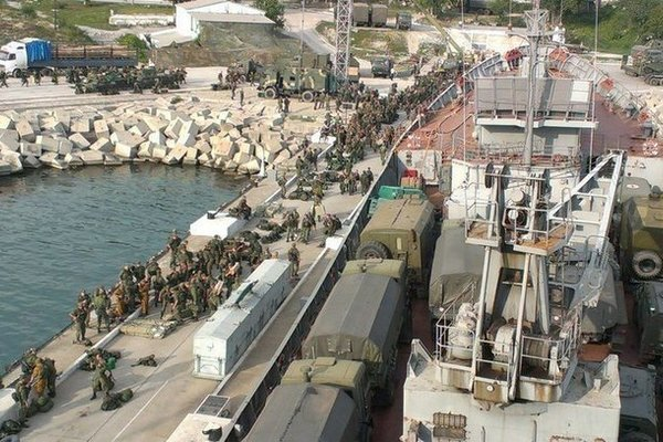 Tình hình Syria: 150 xe bọc thép của Nga được bốc dỡ tại quân cảng Tartus