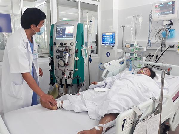 Đà Nẵng: Khẩn cấp cứu hai vợ chồng ngộ độc nấm vừa mọc sau mưa