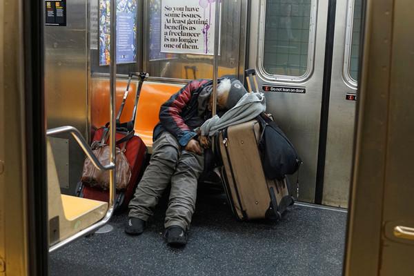 Tàu điện ngầm New York lần đầu tiên dừng hoạt động trong 115 năm để làm vệ sinh