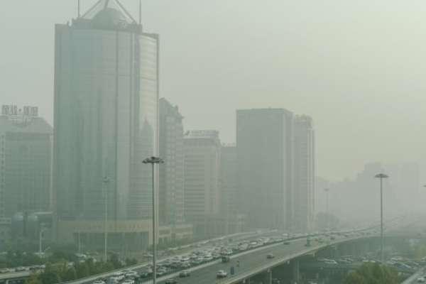 """Dịch Covid-19 suy giảm, Trung Quốc lại """"đau đầu"""" với ô nhiễm không khí"""