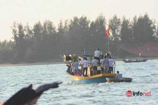 Quảng Nam: Xác định nguyên nhân ban đầu vụ lật ghe 5 thanh niên mất tích