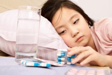 Sai lầm của mẹ khiến con ốm uống thuốc mãi không khỏi