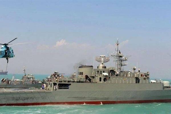 Hải quân Iran,tàu khu trục,IRIS Jamaran 76,tàu hỗ trợ hậu cần,Konarak,lớp Moudge,Vosper Mark 5,tên lửa chống hạm,Noor,C-802,Trung Quốc,YJ-83,C-801,Eo biển Hormuz,máy bay chiến đấu,F-4E,Mỹ