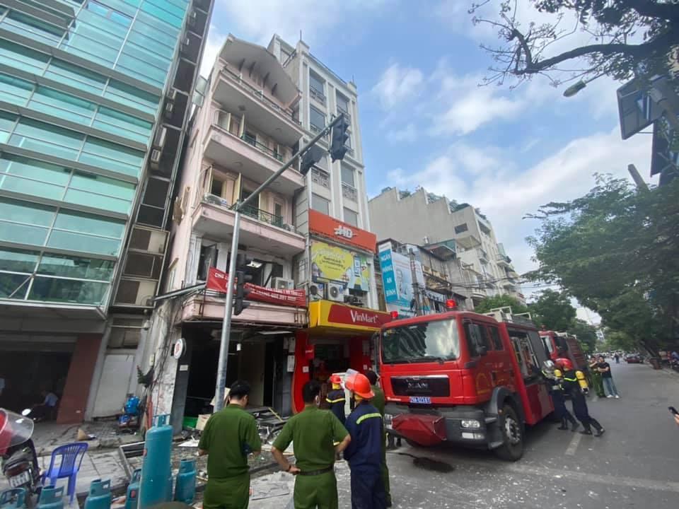 Nổ lớn trên phố Cửa Nam, 3 người nhập viện