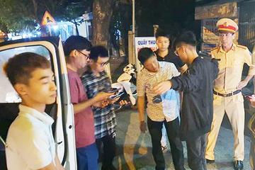 """Cả nhóm liên quan vụ """"bốc đầu"""" xe ở Đà Nẵng đã bị mời lên làm việc"""