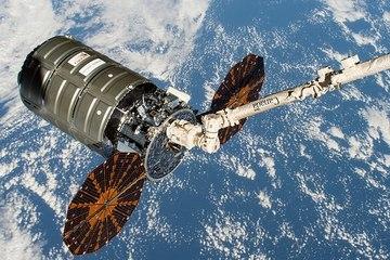 Tàu vũ trụ mang theo hơn 2.000 kg rác sẽ rơi trở lại Trái Đất?