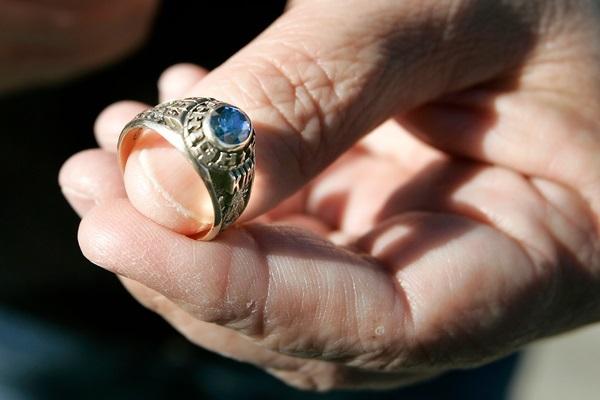 Ly kỳ chiếc nhẫn mất ở Đức, được tìm thấy ở Mỹ sau 38 năm