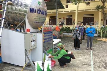"""""""Cây ATM"""" phát gạo miễn phí cho đồng bào nghèo ở Lào Cai"""