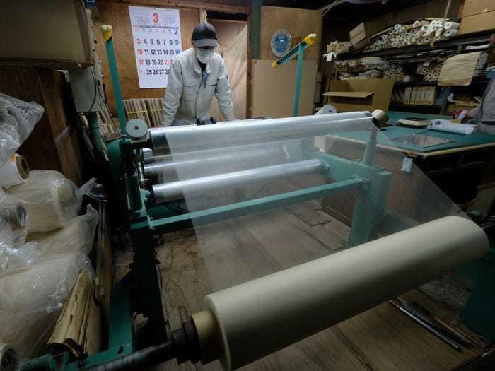 Cận cảnh nơi sản xuất tờ giấy mỏng nhất thế giới ở Nhật Bản