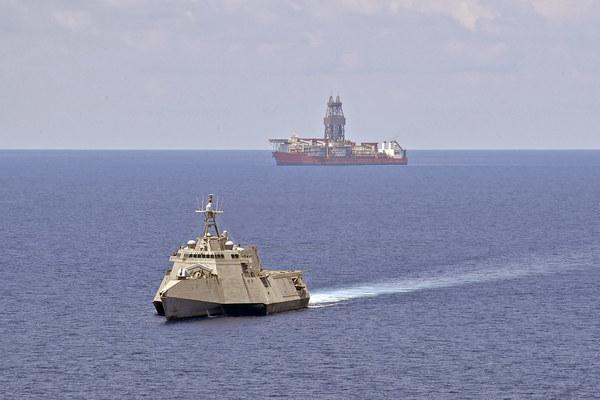 Tàu tấn công ven bờ thứ hai của Mỹ tới gần tàu thăm dò Malaysia ở Biển Đông