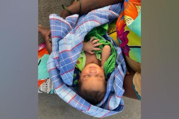 Sau sinh 2 tiếng, người phụ nữ đi bộ 160 km cùng con gái mới sinh