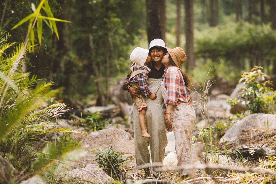 Chùm ảnh gia đình 'tình bể bình' giữa chốn thiên nhiên Đà Lạt