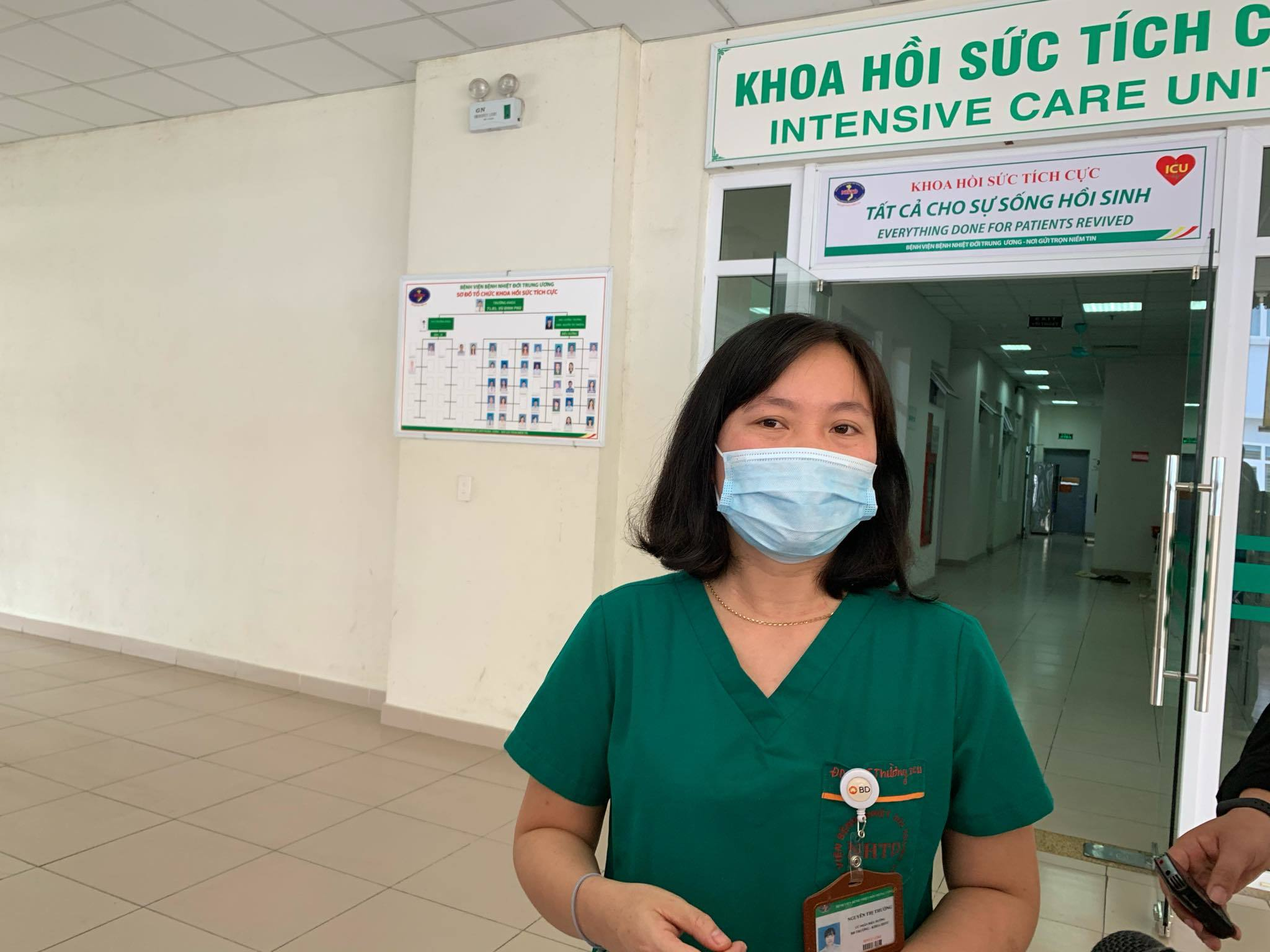 Nữ điều dưỡng 2 tháng gặp con 3 lần qua cổng bệnh viện