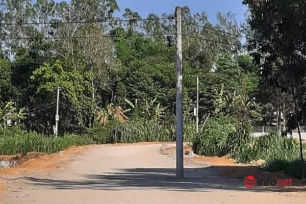 Quảng Nam: Cột điện lừng lững đứng giữa đường gây chú ý trên mạng xã hội
