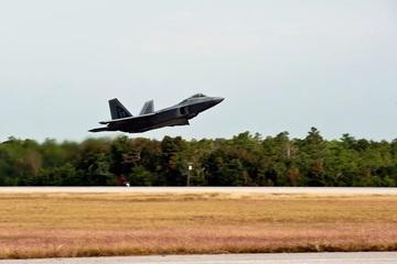 Tiêm kích F-22 của Mỹ gặp nạn, phi công nhảy dù thoát chết trong tích tắc