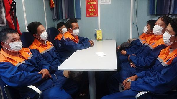 Cứu 7 ngư dân Đà Nẵng bị chìm tàu trên vùng biển Thừa Thiên Huế