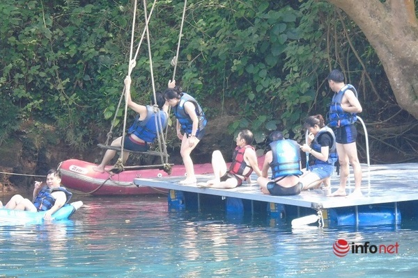 Quảng Bình: Cuối tuần giải nhiệt ở Sông Chày Hang Tối