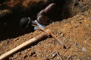Giáo phái lạ ở Nigeria bắt cóc và chôn sống người vì nhầm lẫn 'không tưởng'
