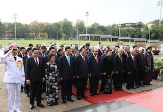 Lãnh đạo Đảng, Nhà nước và TP Hà Nội vào Lăng viếng Chủ tịch Hồ Chí Minh