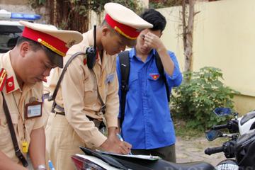 Bộ GD&ĐT yêu cầu chấn chỉnh việc học sinh vi phạm quy định an toàn giao thông