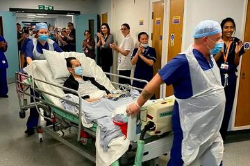 Cựu y tá 'liều mạng' vì bệnh nhân mắc Covid-19 bất ngờ nổi tiếng