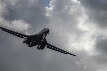 Dàn oanh tạc cơ B-1 của Mỹ làm nhiệm vụ trên Biển Đông