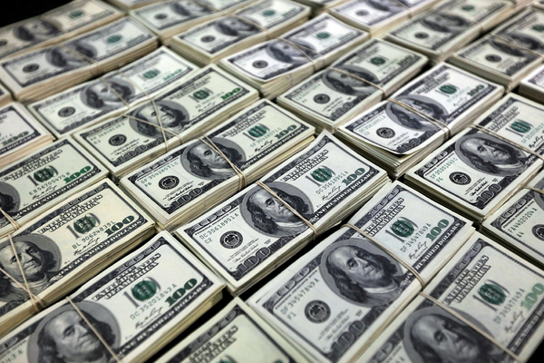 Nhặt được gần 1 triệu USD và hành động bất ngờ của một gia đình Mỹ