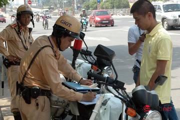 Khi nào CSGT yêu cầu dừng xe, xử lý lỗi không có bảo hiểm?