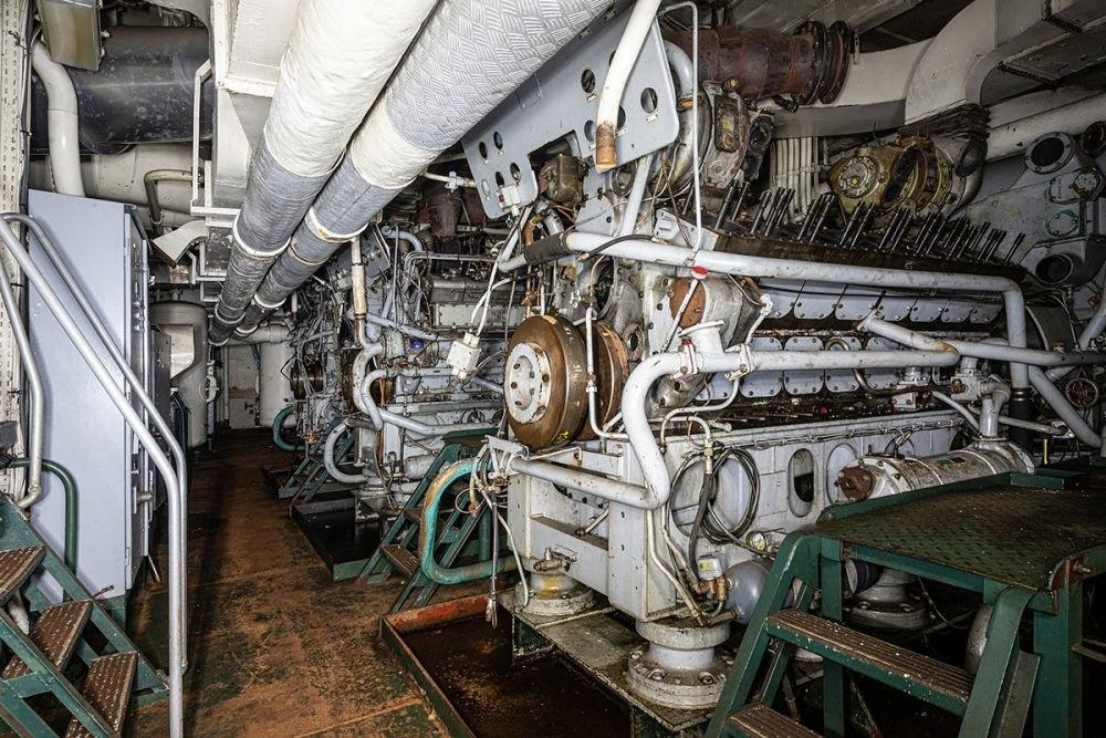 Chiêm ngưỡng nghĩa địa tàu chiến Pháp qua ống kính nhiếp ảnh gia