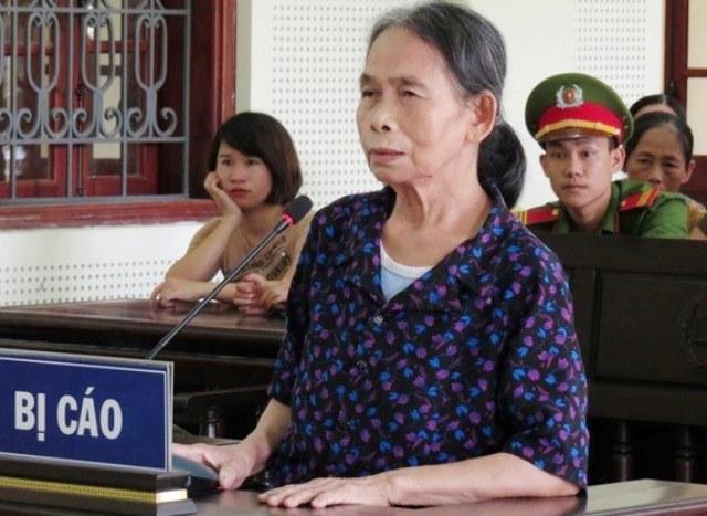 Bà nội đẩy cháu gái xuống đập nước tử vong ở Nghệ An: Ra tòa vẫn vòng vo chối tội
